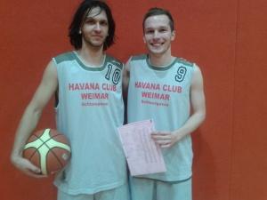 Erstes Spiel und gleich ein Sieg: Weimars Nils Feldmann (l.) und David Fritz (r.), die gleich ihren Teil zum Sieg beitragen konnten.
